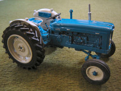 RJN Classic Tractors Fordson Roadless 6/2 tractor Model